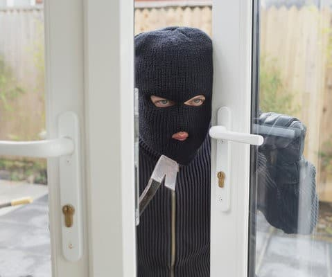burglar_breaking_into_house